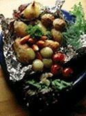 Печёный молодой картофель на углях