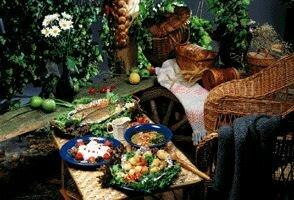 Обед на природе в беседке
